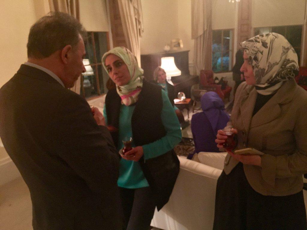DPI CEO Kerim Yildiz speaks with Ms Zehra Taşkesenlioğlu and Ms Ayşe Koytak in Dublin.