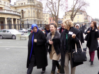 Participants Özlem Zengin, Esra Elmas and Melda Onur walking up to the Leinster House.